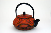 Cast_iron_teapots_red_1